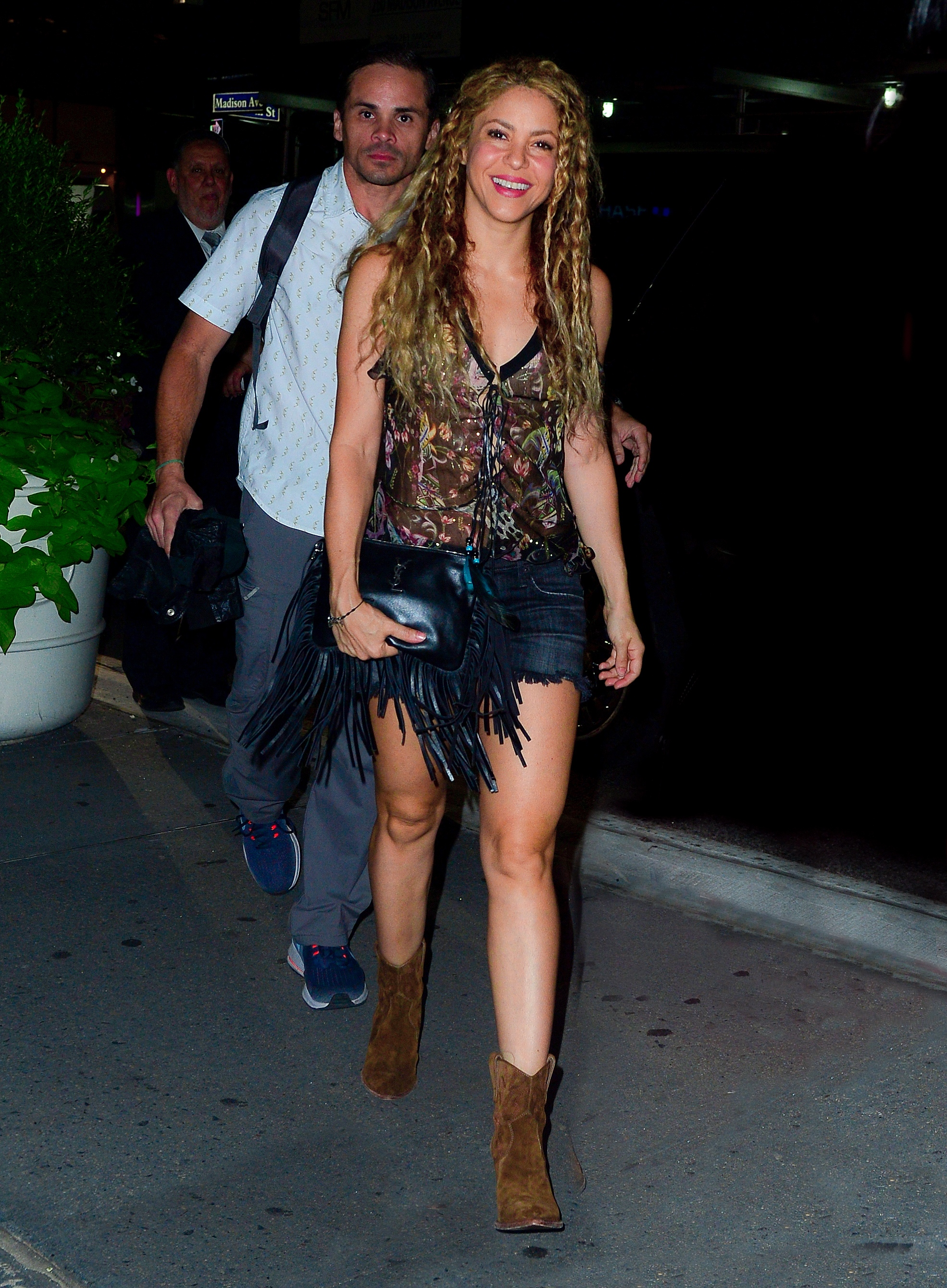 78215338_shakira-in-new-york-20180809-20.jpg