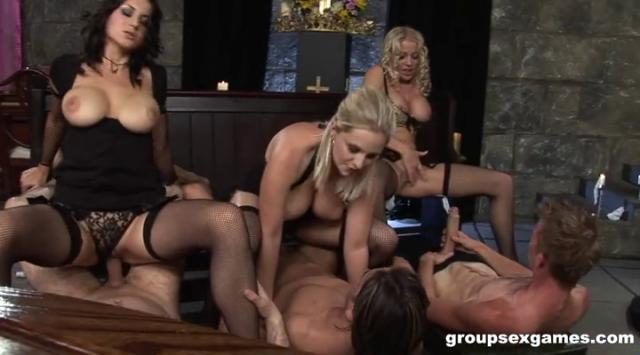 [GroupSexGames] Roxy Taggart, Cindy Behr And Darina – Have Faith Bereavement