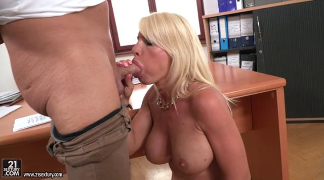 [DeepthroatFrenzy] Tiffany Rousso – By A Blown Blonde